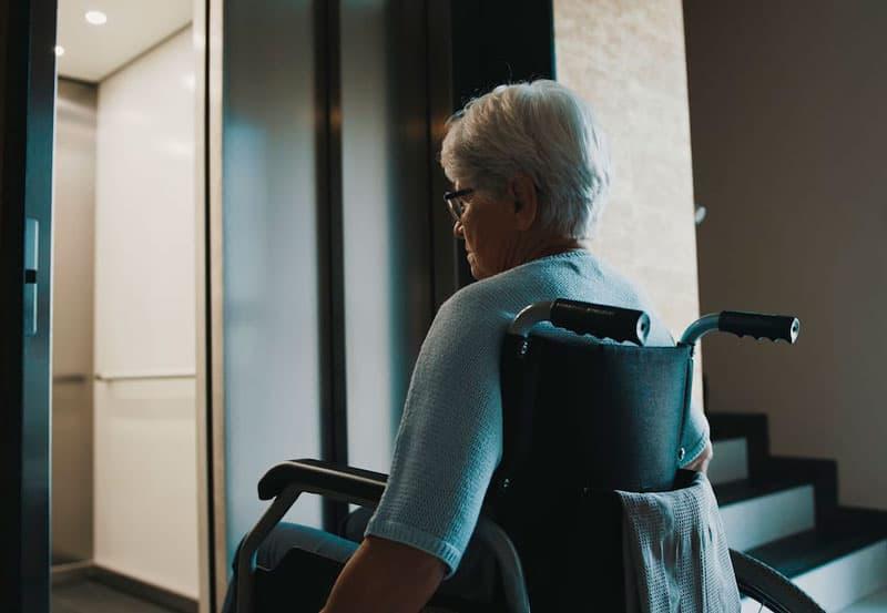 ascensor para personas con movilidad reducida